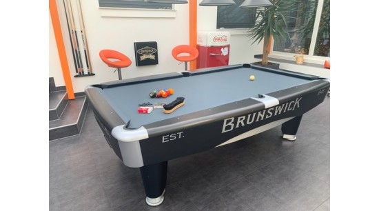 Pool Table Brunswick Metro black 8ft  *used*